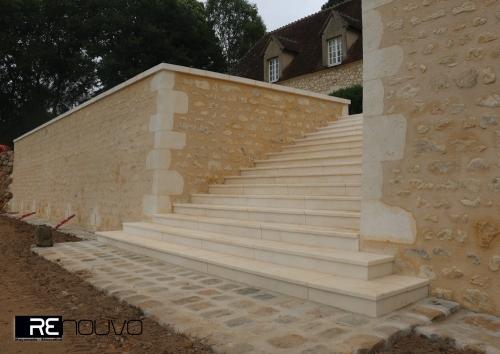 Rénovation d'un escalier selon techniques traditionnelles